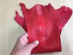 morceau de cuir de patte d'autruche rouge mat accessoire maroquinerie Cuirenstock