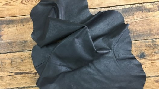 peau de cuir de buffle naturel noir maroquinerie Cuir en stock