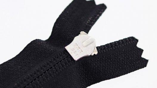 fermeture-glissiere-noire-argente-zip-metal-tirette-plastique-24cm-cuir en stock