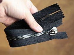 zip-couture-noir-metal-argente-vieilli-ykk-23cm-cuirenstock