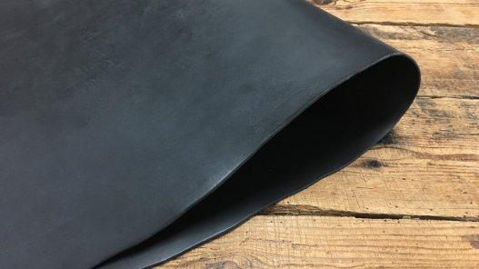 collet de vache pur végétal noir accessoire Cuir en stock