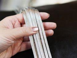 Assortiment lanières en cuir couleur argent métallisé Cuir en Stock