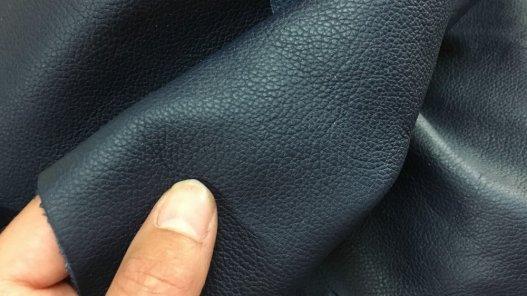 chute morceaux de cuir de veau bleu nuit cuirenstock