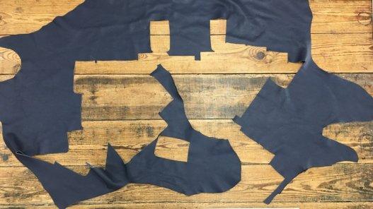 chute morceaux de cuir de veau bleu nuit Cuir en Stock