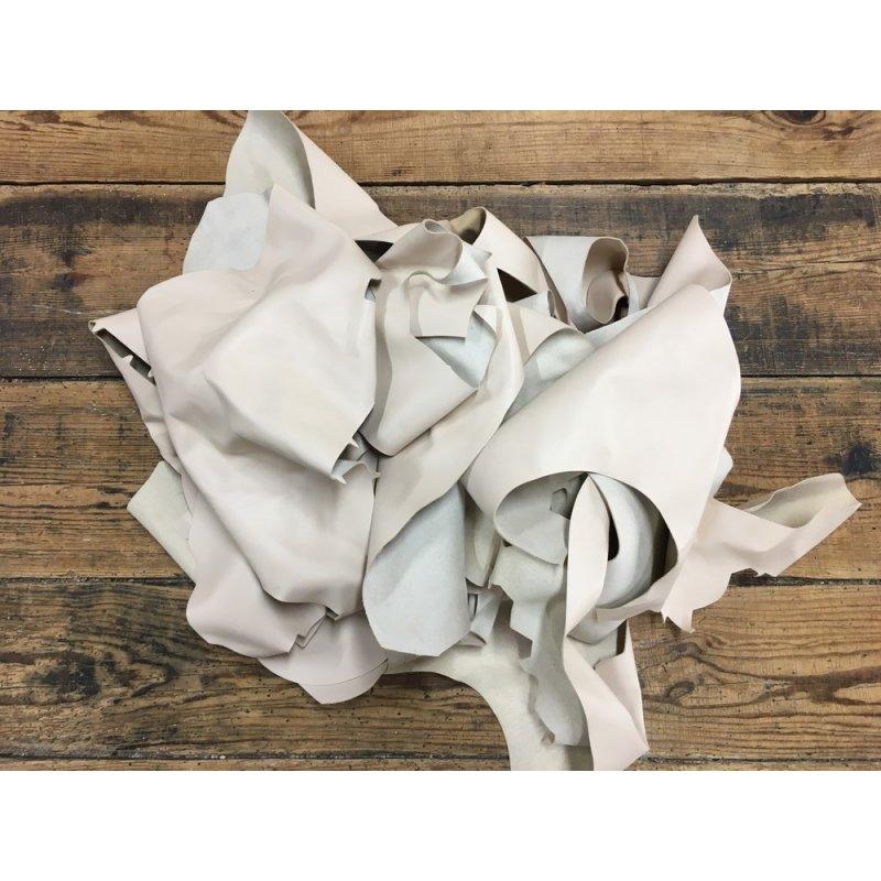 chutes morceaux de cuir d'agneau beige nude cuir en stock