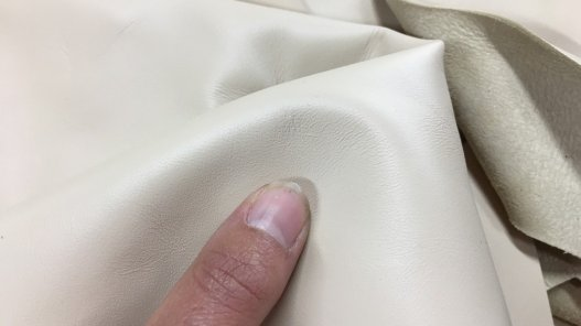 chutes morceaux de cuir d'agneau beige nude cuirenstock