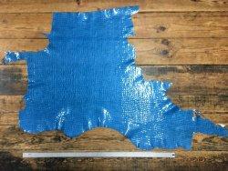 Morceau de cuir de vache grain crocodile bleu ciel cuirenstock