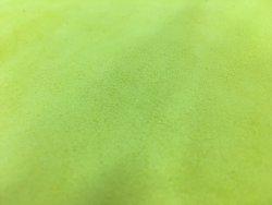 morceau de cuir veau velours jaune fluo cuir en stock
