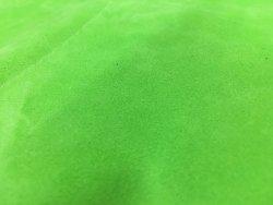 morceau de cuir de veau velours vert fluo cuir en stock