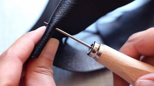 alène cuir ronde emmanchée bois couture main Cuir en stock