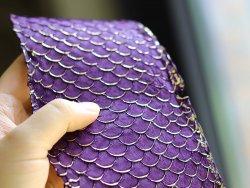 cuir de poisson tilapia doré or gold et violet mauve Cuir en Stock