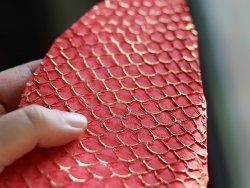 cuir de poisson tilapia or gold doré et rouge pour maroquinerie et bijoux en cuir  Cuir en Stock