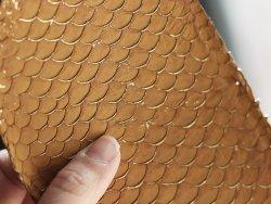 vente cuir de poisson tilapia couleur marron beige fauve et écailles dorées gold Cuirenstock