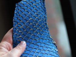 cuir de poisson tilapia bleu et or gold maroquinerie et créations de bijoux Cuirenstock
