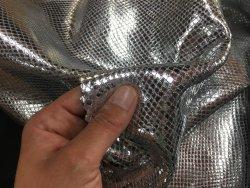 peau de cuir de veau façon grain serpent métallisé argent cuirenstock