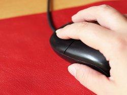 idée cadeau déco bureau tapis de souris cuir de vache rouge Cuirenstock