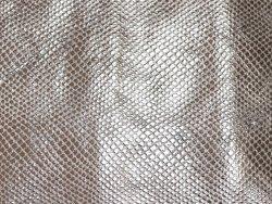 morceau de cuir prêt à l'emploi façon grain serpent argent cuir en stock