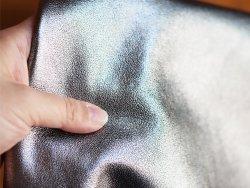 Morceau de cuir prêt à l'emploi métallisé argent Cuir en Stock