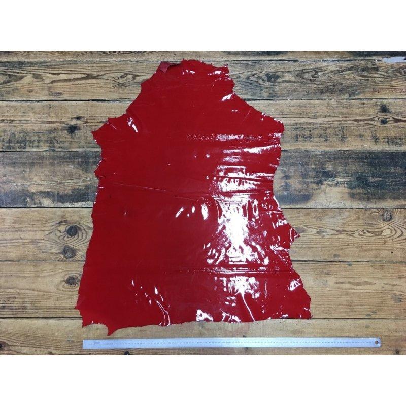 peau de cuir d'agneau vernis rouge cuir en stock