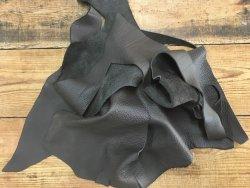 Chutes de cuir de vache couleur café maroquinerie ameublement cuir en stock
