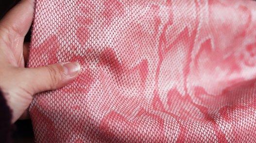 Morceau de cuir effet serpent rose Cuir en stock