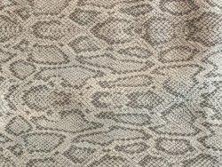 Morceau de cuir effet serpent taupe cuir en stock