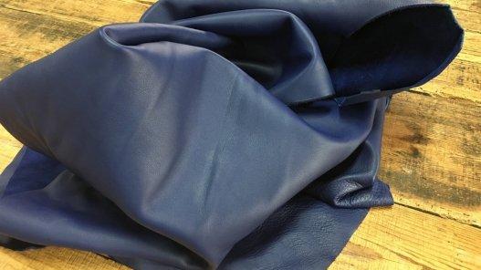 Demi peau de cuir de veau lisse bleu marine Cuirenstock