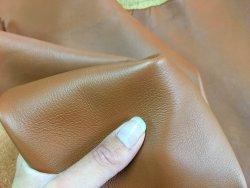 Demi-peau de cuir de veau lisse camel cuir en stock