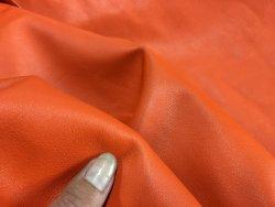 Demi-peau de cuir de veau lisse orange cuirenstock