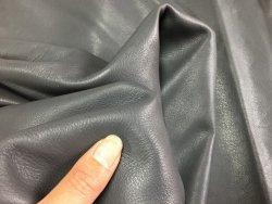 Demi-peau de cuir de veau lisse gris cuirenstock