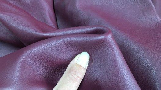 Demi-peau de cuir de veau lisse bordeaux cuirenstock