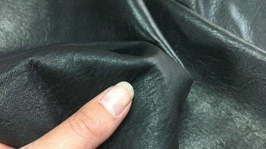 peau de cuir de mouton ciré noir cuirenstock
