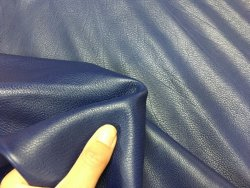 Demi peau de cuir de veau lisse bleu cuirenstock