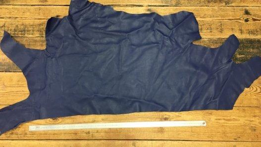 Demi peau de cuir de veau lisse bleu cuir en stock