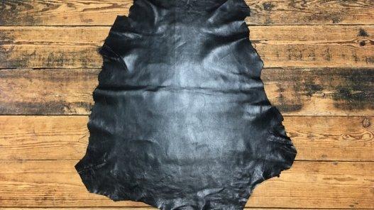 Peau de cuir de mouton satiné noir cuir en stock
