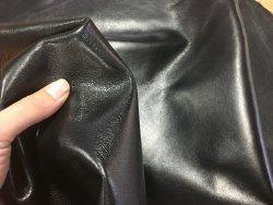 Peau de cuir de mouton satiné noir cuirenstock