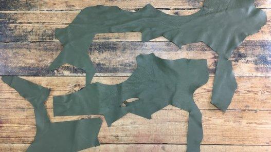 chutes de cuir de veau vert kaki Cuirenstock