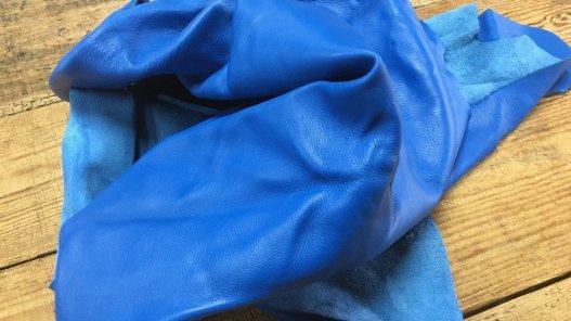 demi peau de cuir de veau lisse bleu cyan Cuir en Stock