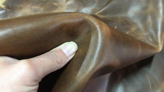 Demi-peau de cuir de vachette pull up ciré brun cuirenstock
