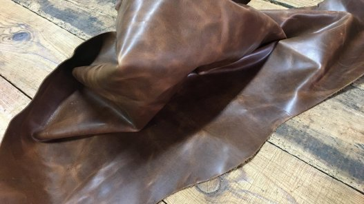 Demi-peau de cuir de vachette pull up ciré brun Cuir en Stock