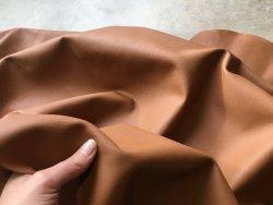 demi-peau de cuir de vachette lisse cognac Cuir en stock