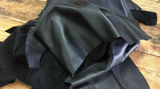 Demi peau cuir veau lisse noir Cuir en stock