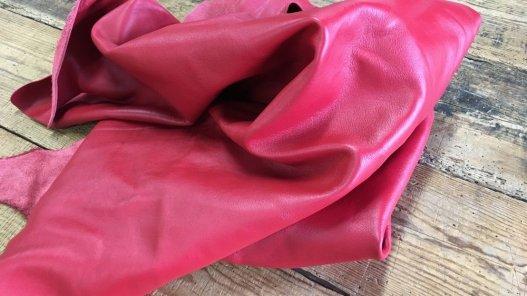 Demi-peau de cuir de veau lisse rouge Cuirenstock