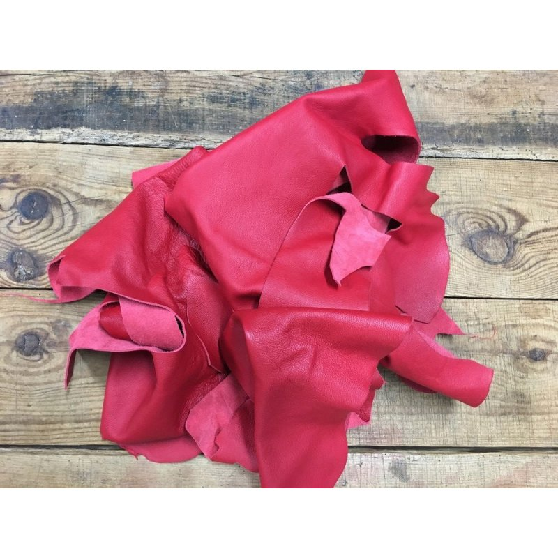 chutes de cuir de veau rouge maroquinerie ameublement cuir en stock