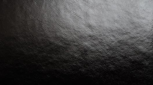 morceau de cuir de veau vernis noir cuir en stock