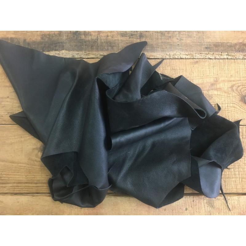 chutes de cuir de veau noir cuir en stock