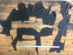 Chutes de cuir de veau noir Cuirenstock