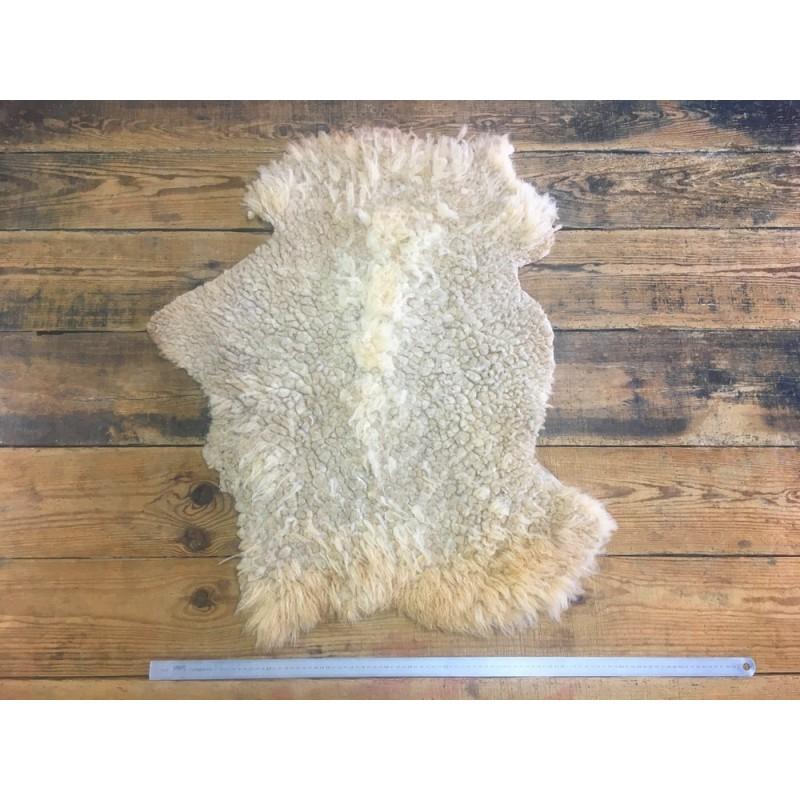 Peau de mouton lainé beige choix écart cuir en stock