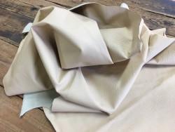 Demi-peau de cuir de vachette beige grain façon crocodile Cuirenstock