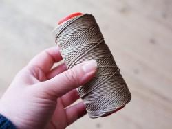 Bobine de fil de lin naturel tressé couture main Cuir en Stock